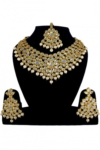 Golden Alloy White Stone Necklace Set with Pearl